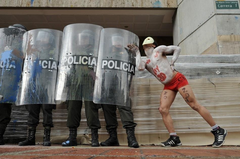 Los besos que lograron el cambio en Colombia