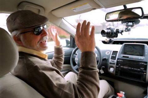 Un automovíl con conducción automática