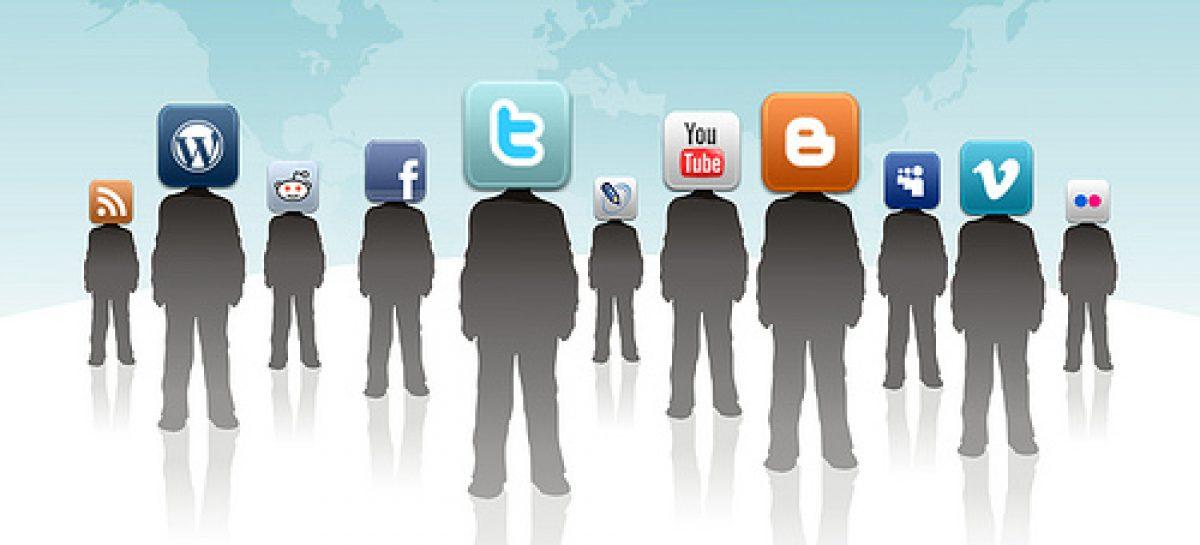 Las redes sociales obligan a intervenir menos y escuchar más