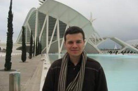 Un físico valenciano premiado en Estados Unidos por investigar el material del futuro