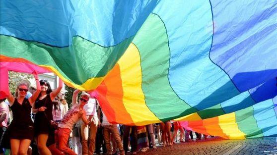 España aprueba la Ley de Matrimonios Homosexuales