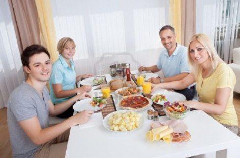 Padres e hijos mejoran la comunicación en la mesa