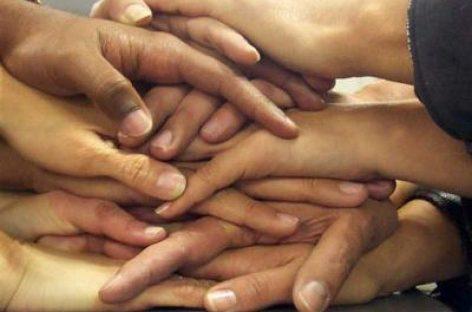 Las amistades dan más bienestar que la ambición