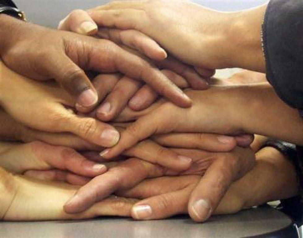 amistad-amistades-amigos-muchas manos-manos unidas-relaciones-cooperacion