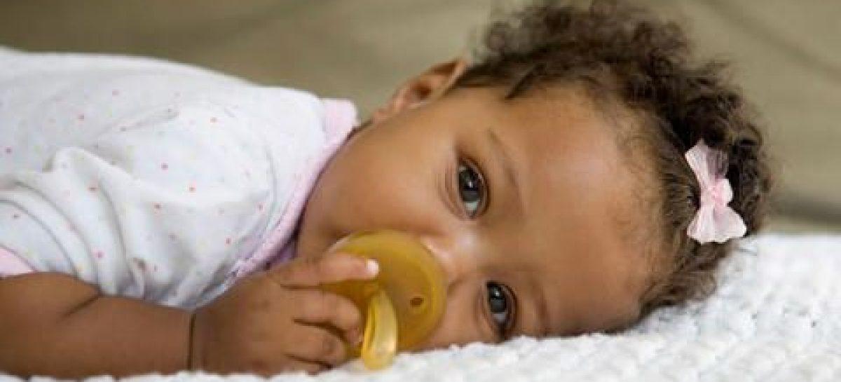 El chupete protege al bebé de la muerte súbita