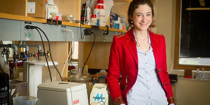 Avances de la científica que investiga con nanopartículas de oro