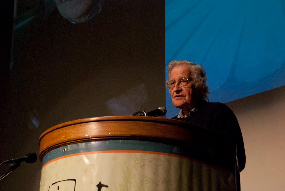 Noam Chomsky-Human-Rights-Assange-premios