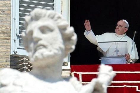 El Papa Francisco lanza una ofensiva para evitar la intervención militar
