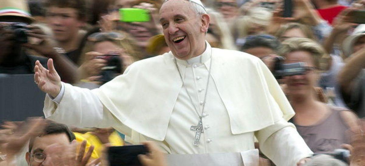 """El Papa Francisco acusó al """"sistema económico mundial"""" de que sólo piensa en el """"ídolo dinero"""""""