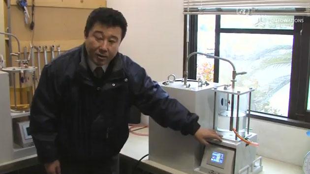 Crean una máquina que convierte el plástico en petróleo