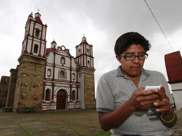 Indígenas crean su propia red de telefonía móvil