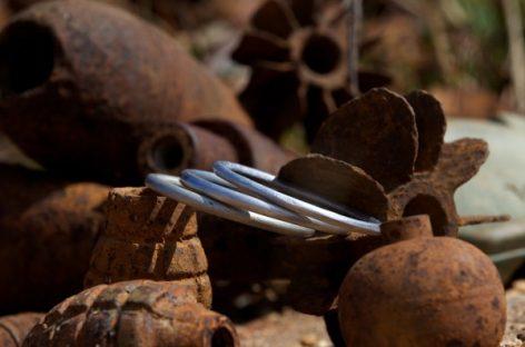 'PeaceBomb', joyas que curan las heridas de la guerra