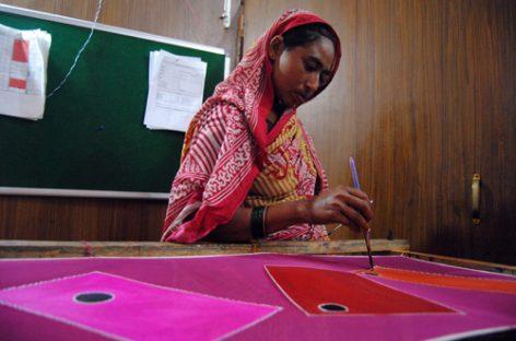 Pañuelos de seda para empoderar a mujeres indias