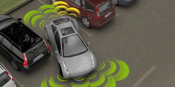 Aparcar el auto forma autónoma con la ayuda de un teléfono móvil
