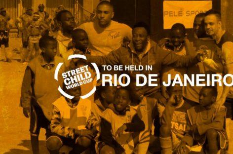 Niños de la calle juegan un mundial de fútbol