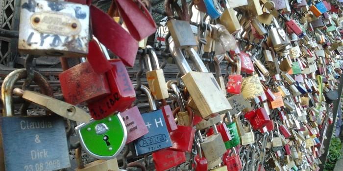 Candados de amor ¿Romanticismo o degradación urbana?