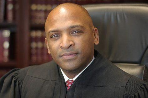 El Senado de EEUU nombra al primer juez negro abiertamente homosexual
