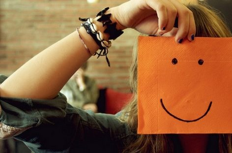 La felicidad según Epicuro ¿realmente necesitas tanto para ser feliz?
