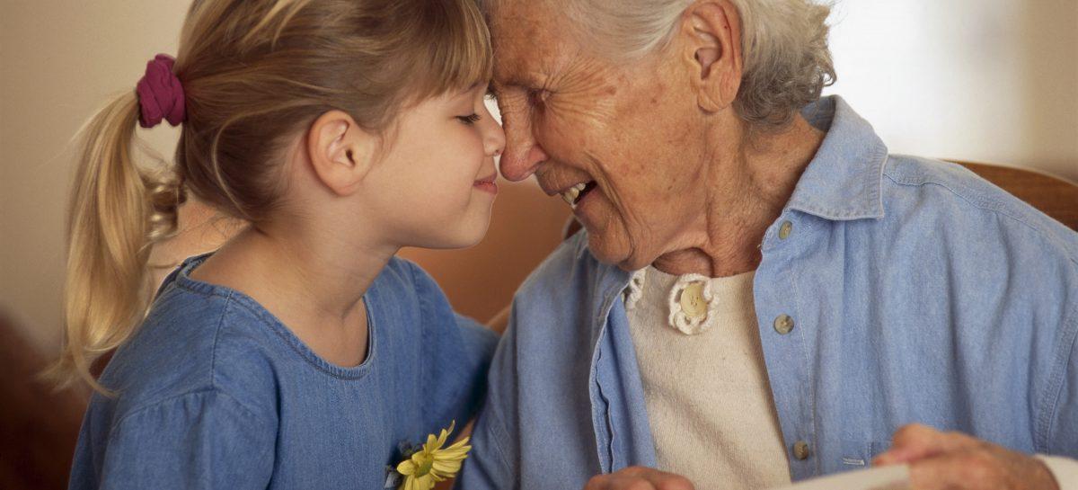 Las personas mayores son la que cooperan más