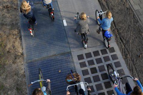 De paseo por el primer carril bici solar del mundo