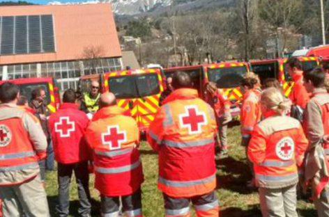 Cruz Roja con las familias de las víctimas del accidente aéreo de Germanwings