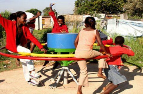 Electricidad con juegos infantiles en Ghana