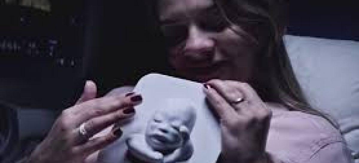 Una mujer invidente ve a su bebé gracias a una ecografía en 3D