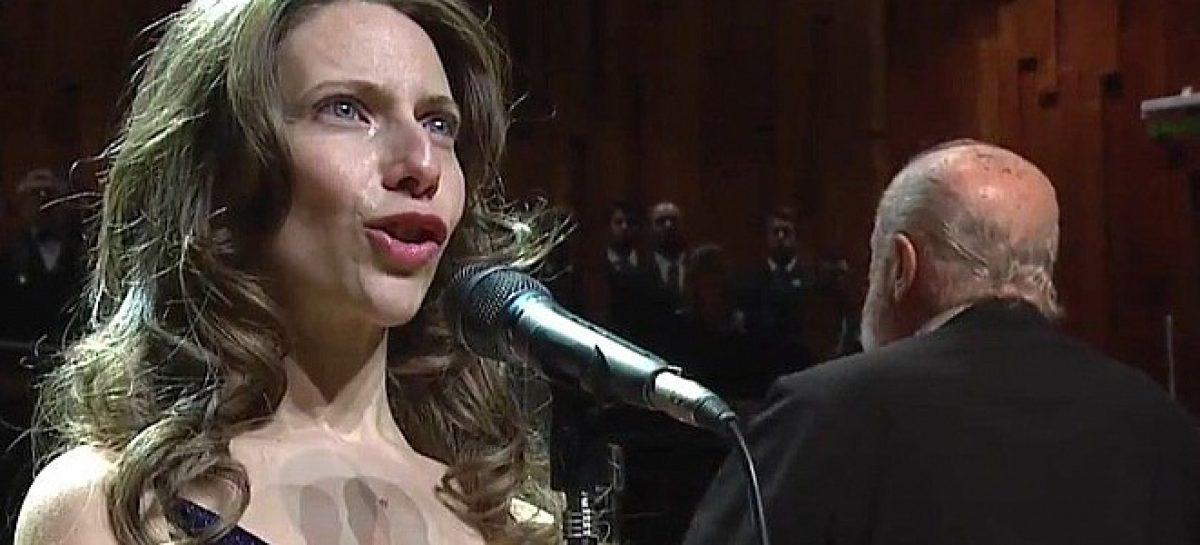 Emocionante versión del himno nacional argentino en el nuevo centro cultural