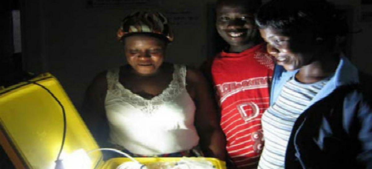 Maletas solares para repartir electricidad en África