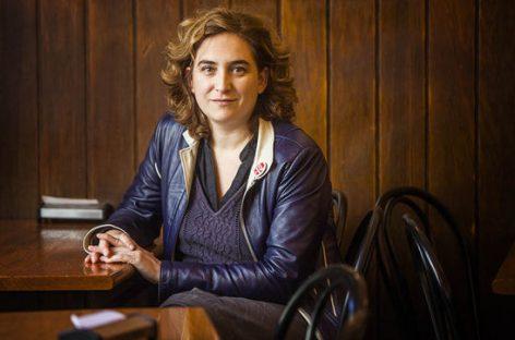 La nueva alcaldesa de Barcelona se estrena parando un desahucio