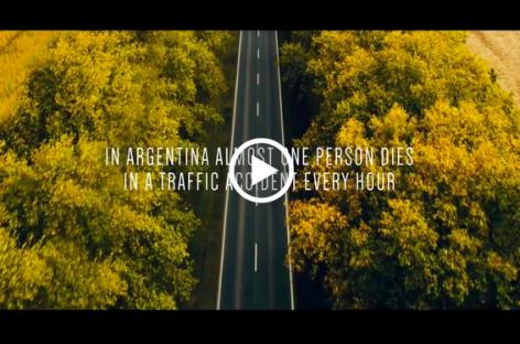 Un sistema de camión 'transparente' que evita accidentes al adelantar