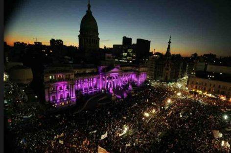 """#NiUnaMenos, miles de personas le dijeron """"basta"""" a la violencia de género"""