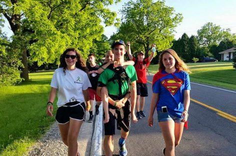 La proeza de un adolescente que recorrió 92 kilómetros con su hermano a cuestas para concienciar contra la parálisis cerebral