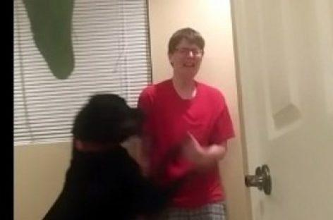 Un perro evita que su dueña con Asperger se lesione durante una crisis