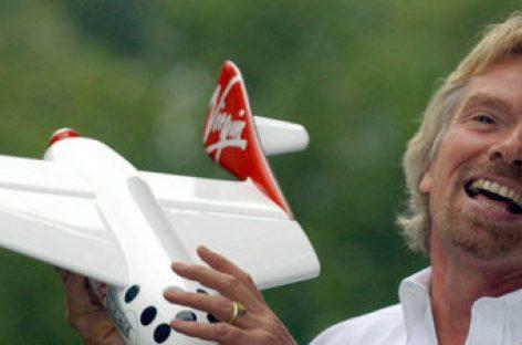 Richard Branson introduce en su empresa la baja paternal de un año con el 100% del salario