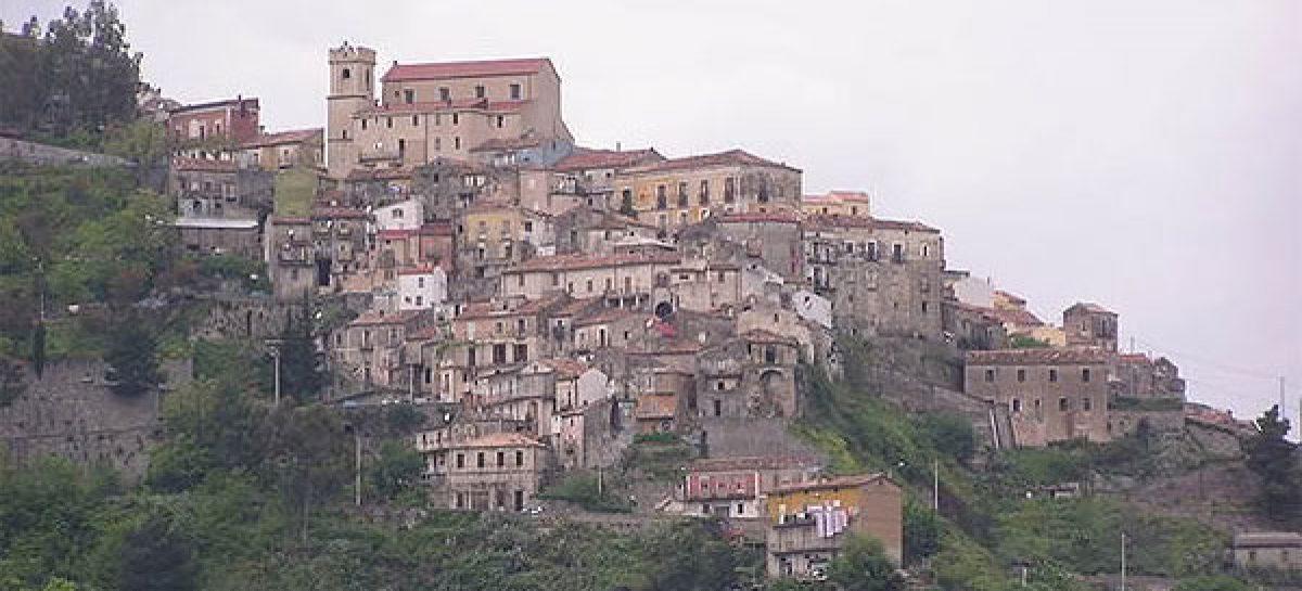 Prohibido morirse, la orden de un alcalde italiano