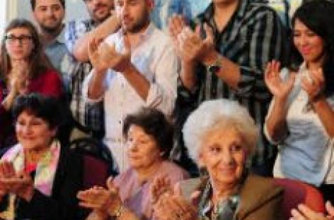 Las abuelas argentinas recuperan la nieta número 117