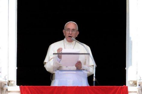 El Papa llama a que cada parroquia acoja a una familia de refugiados