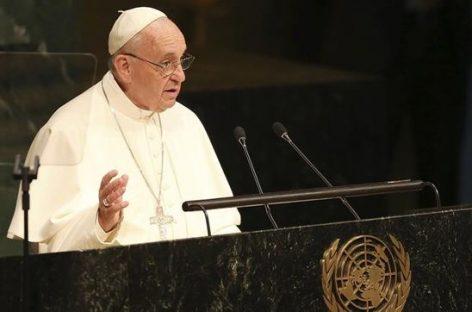 """El papa carga contra la """"sumisión asfixiante"""" a los organismos financieros"""