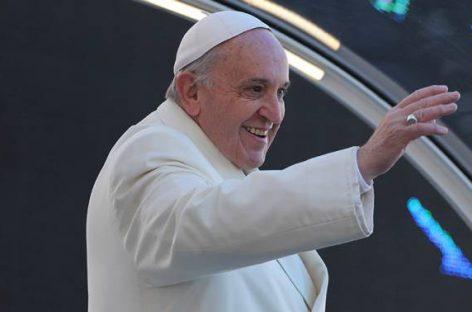 El Papa emprende su gira más política