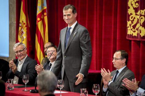 """El rey de España Felipe VI insta a aumentar la inversión en ciencia """"todo lo posible"""""""