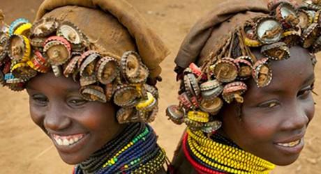 La tribu etíope que ve joyas donde otros vieron basura