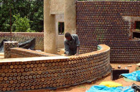 Nuevas viviendas en Nigeria que se construyen con botellas de plástico