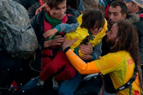 Socorristas voluntarios salvan miles de refugiados en Lesbos
