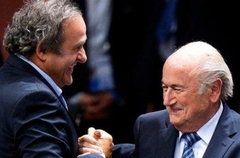 """La FIFA aparta ocho años  a Blatter y Platini del fútbol"""""""