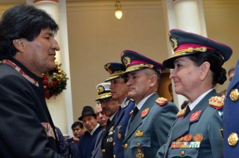 Bolivia, la hija del militar que capturó al Che, jefa del Ejército boliviano