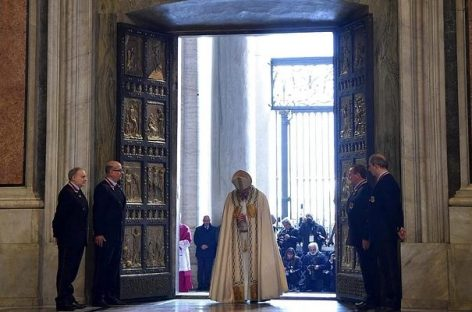 El Papa inicia el Jubileo de la Misericordia
