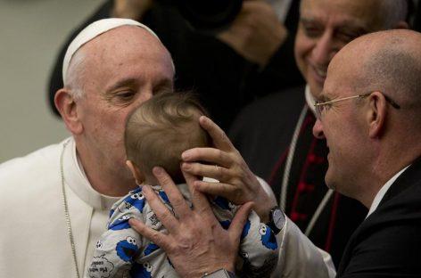 El Papa ofrece cobijo a una pobre que dio a luz en las proximidades de la plaza San Pedro