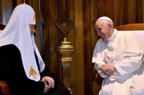 """El Papa califica como """"un regalo de Dios"""" su encuentro con el patriarca Kiril"""