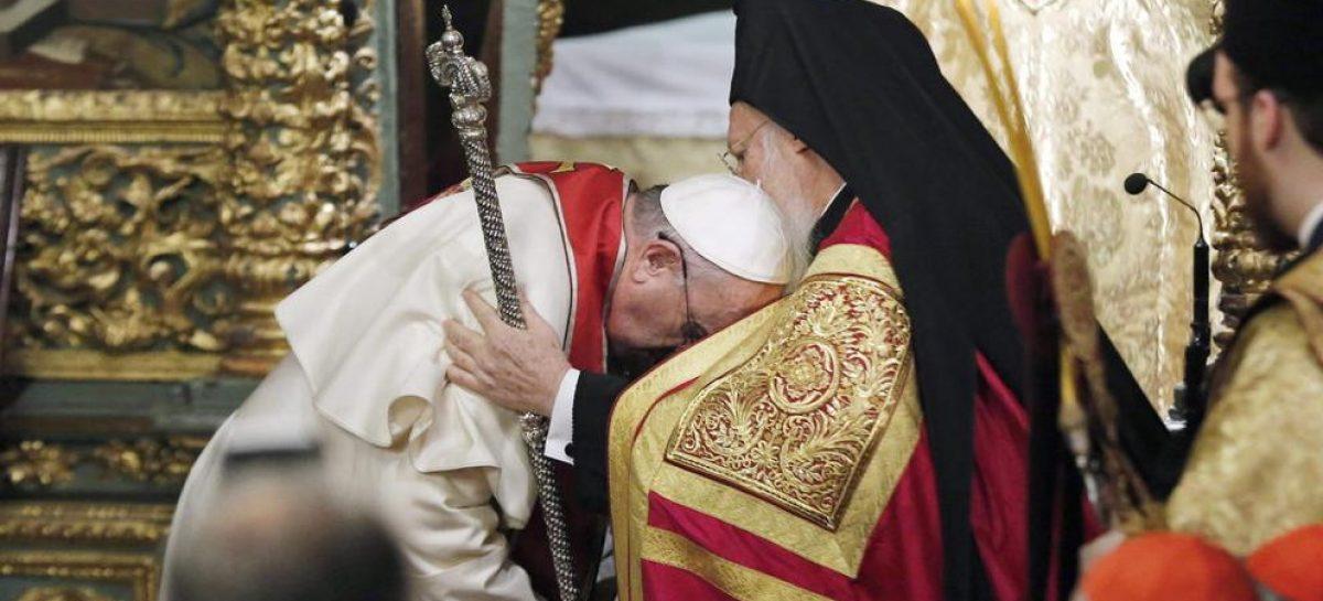 Encuentro histórico entre un Papa y el Patriarca de la Iglesia Ortodoxa
